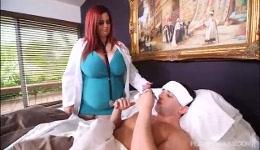 La doctora receta un buen polvo a uno de sus pacientes