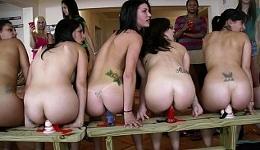La fiesta de chicas se convierte en un concurso a la más zorra