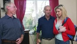 video relacionado Colegiala ninfómana tiene un trío con dos abuelos afortunados