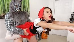 Caperucita Roja celebra Halnoween follando con el Lobo Feroz