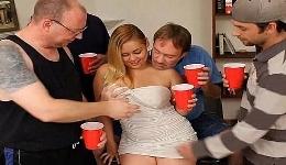 La única invitada a la fiesta acabó chupándosela a todos