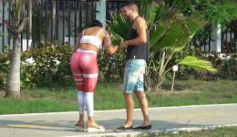 Se liga a una linda venezolana y hasta le hace sexo anal
